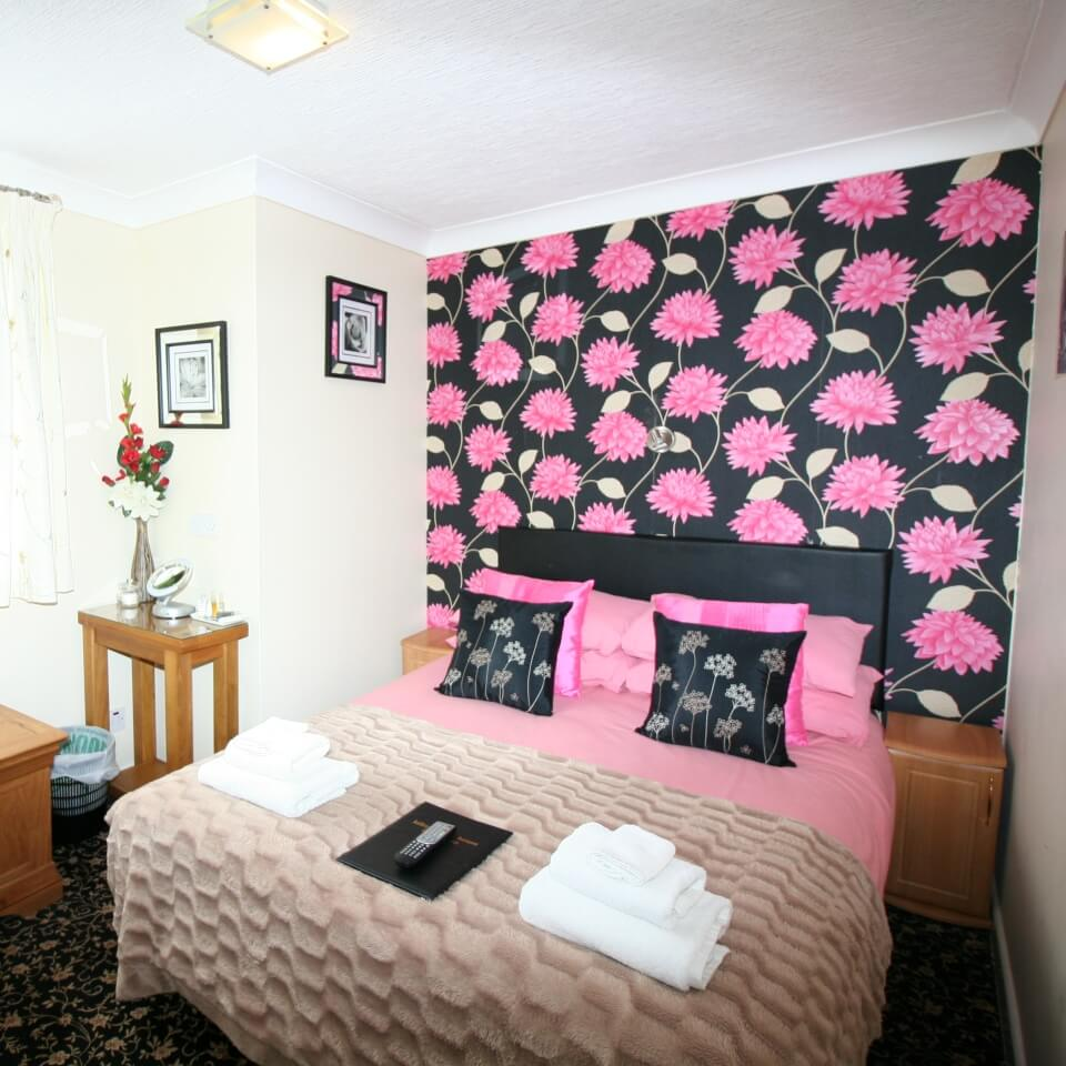 Kilburn-Bridlington-Guest-House-Room-6-Small-Double-En-Suite